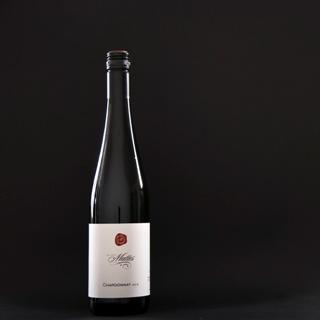 Chardonnay Fruchtig, saftig, harmonisch und schön breit am Gaumen, gut eingebundene Fruchtsäure im Abgang.